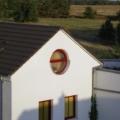 Kunststofffenster Weinrot Kreisrundes Kipp-Fenster