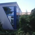 Kunststofffenster Blau als 90 Gard Außenfassade