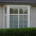 Erkerfenster Kunststoff Weiß mit Sprossen & Rollladen