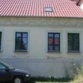 Holzfenster RAL 5010 mit Wiener Sprosse