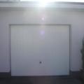 Garagenschwingtor mit Sicke RAL 9016 Weiß