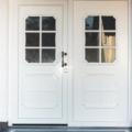 Kunststoff Haustür mit Seitenteil Links Rodenberg Füllung 202-15 Weiß & Stoßgriff