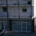 Aluminium Haustür mit Schaufensteranlage und Oberlicht Weiß mit Stoßgriff