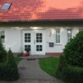 Kunststoff Haustür mit Seitenteil Rechts Rodenberg Füllung 202-25 Weiß & Stoßgriff