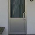 Aluminium Haustür Eloxiert mit Ornamentglas Chinchilla und Edelstahl Stoßgriff