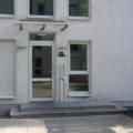 Aluminium Haustür mit Oberlicht Vollglas & Edelstahl Stoßgriff