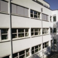 Senkrecht-Markise Farbe Weiß RAL 9016 & Mittelmotor & Wind & Sonnen Wächter & Acrylstoff Stoff Farbe Grau