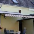 Kipp Gelenkarm Hülsen Markise in Braun RAL 8019 & Acrylstoff Farbe Lila Weiß gestreift