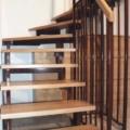 Stahlharfentreppe Farbe RAL 8017 Schokoladenbraun Treppenstufen Buche Massiv 2x 1/4 gewendelt &  Holzhandlauf gerundet Buche 40 X 80 mm