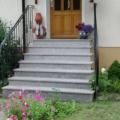 Außen Treppe mit beidseitigem schmiedeeisernen Treppengeländer Pulverbeschichtet Farbe RAL 9005 Schwarz Pyramidenförmig Granit Rosa Beta Tritt & Setzstufen