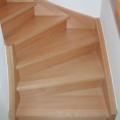 Massivholzwangentreppe Buche Lackiert 1/4 gewendelt Wandhandlauf oberhalb gerundet und geschwungen 40 X 80 mm & Setzstufen