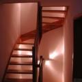 Massivholzwangentreppe Buche Parkett 1/2 gewendelt als 2 übereinander liegende Treppen Handlauf 40 X 80 mm 1/2 stehender Krümmling & kegelförmige Geländerstäbe