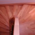 Massivholzwangentreppe Buche Parkett 1/2 gewendelt Handlauf 40 X 80 mm 1/2 stehender Krümmling & kegelförmige Geländerstäbe
