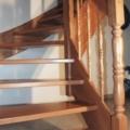 Massivholzwangentreppe Buche 1/4 gewendelt Handlauf 40 X 80 mm profiliert Omega Profil & gedrechselte Geländerstäbe & Pfosten