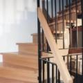 Stahlharfentreppe Farbe RAL 9005 Schwarz Treppenstufen/Setzstufen Eiche Massiv  1/4 gewendelt &  Holzhandlauf gerundet Eiche 40 X 80 mm