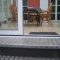 Aluminium Wohn Wintergarten mit Pultdach & 2 Hebeschiebetüren und Seitenverglasung als Festverglasungen & Alu Dreiecks Verglasung Farbe RAL 9016 Weiß 2-Fach Sonnenschutzverglasung 70/30 & 10 mm Sicherheitsglas