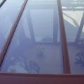 Holz-Aluminium Wintergarten schrägzulaufend & 2x 135 Grad Ecke mit Balkongeländer 2-Fach Sonnenschutzverglasung 70/30 & VSG 10 Sicherheitsglas & Wintergarten Markise Tuch Braun Weiß gestreift mit Funkmotor & Handsender