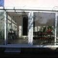 Aluminium Wohnwintergarten als Pultdach & Unterbauelemente 2 Kunststoff Parallel Schiebe Kipp Türen & Dreiecks Verglasung Farbe RAL 9016 Weiß 2-Fach Verglasung & Dachverglasung 3-Fach Stegplatte Opal