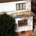 Holz-Aluminium Glasdachkonstruktion auf Hauswand montiert mit 2-Fach Sonnenschutzverglasung 70/30 & VSG 10 mm Sicherheitsglas als Pultdach.