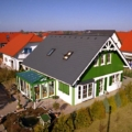 Holz-Aluminium Wintergarten beidseitig abgewalmt Farbe RAL 6018 Gelb Grün / RAL 9016 Weiß & 2-Fach Sonnenschutzverglasung 70/30 & VSG 10 Sicherheitsglas & Holz PSK-Tür & Balkontüren