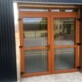 Kunststoff Haustür 2 Flügelig mit Oberlicht und Ornamentverglasung & Sprossen Farbe Streifen Douglasie