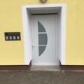 Aluminium Haustür AV 207 Milchglas mit Barrierefreie Magnet-Nullschwellen & Integrierter Türschließer für einflügelige Türen bis 1400 mm Flügelbreite mit elektrischer Freilauffunktion & E-Öffner