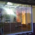 Ganzglas Schiebetür / Schiebewand Weiß nach beiden Seiten öffnend & Bürstendichtung & Seitenteile als Festverglasungen Links & Rechts